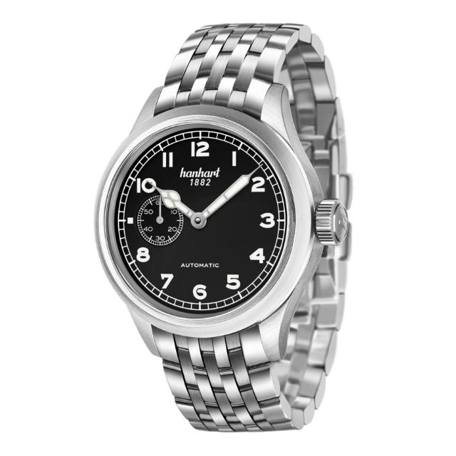 Hanhart Pioneer Preventor9 752.210-6428: Vorderseite der Uhr in schwarz und silber aus Edelstahl mit weißen Zeigern und silbernen Edelstahlarmband