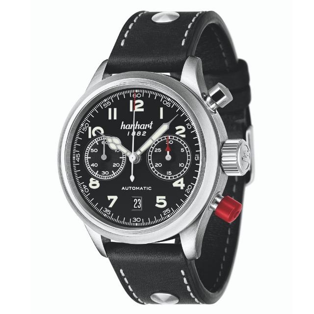 Hanhart Pioneer TwinControl 720.210: Vorderseite des Chronograph in schwarz aus Edelstahl mit Zeigern und schwarzem Lederarmband