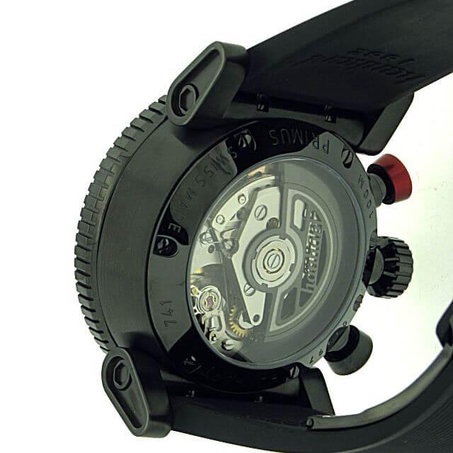 Hanhart Primus Racer Dark 741.510-1020: Rückseite des Chronograph in schwarz aus Edelstahl mit transparentem Gehäuseboden und schwarzem Kautschuk-Armband