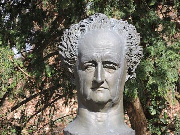 Das Goethe-Denkmal in Heidelberg im Schlossgarten