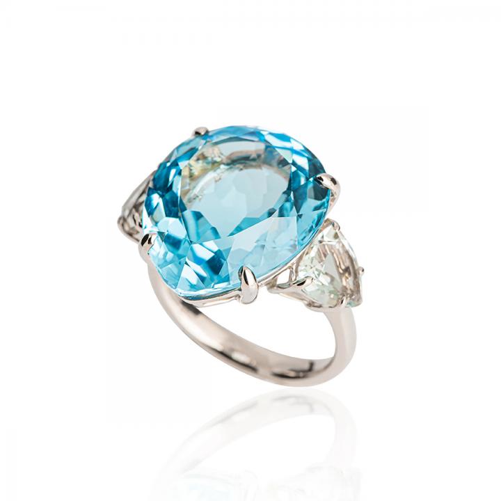 Blau Topas Tropfen Ring Weißgold